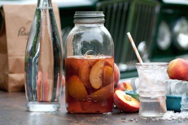 Ратафия из персиков с вишневым соком