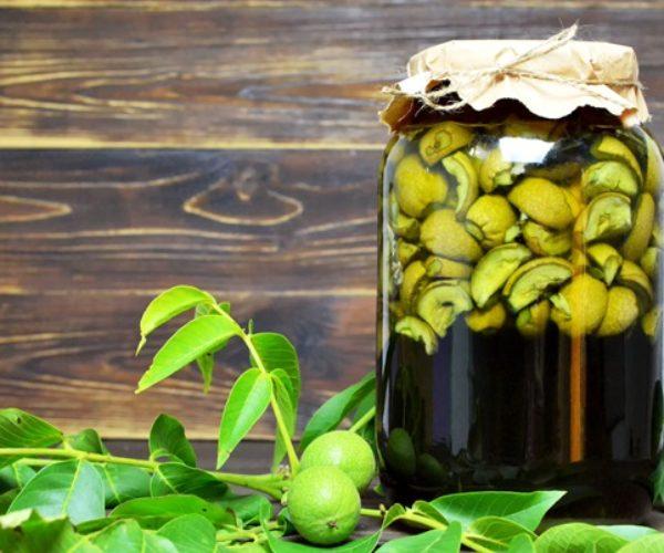Готовим ратафию из грецких орехов — 9 рецептов