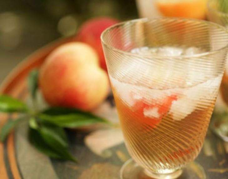 Ратафия из персиковых косточек