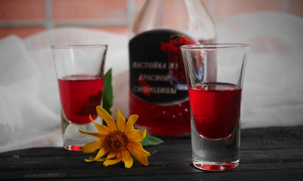 Крепленое вино из красной смородины на коньяке