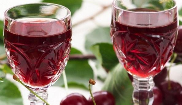 Крепленое красносмородиновое вино на водке
