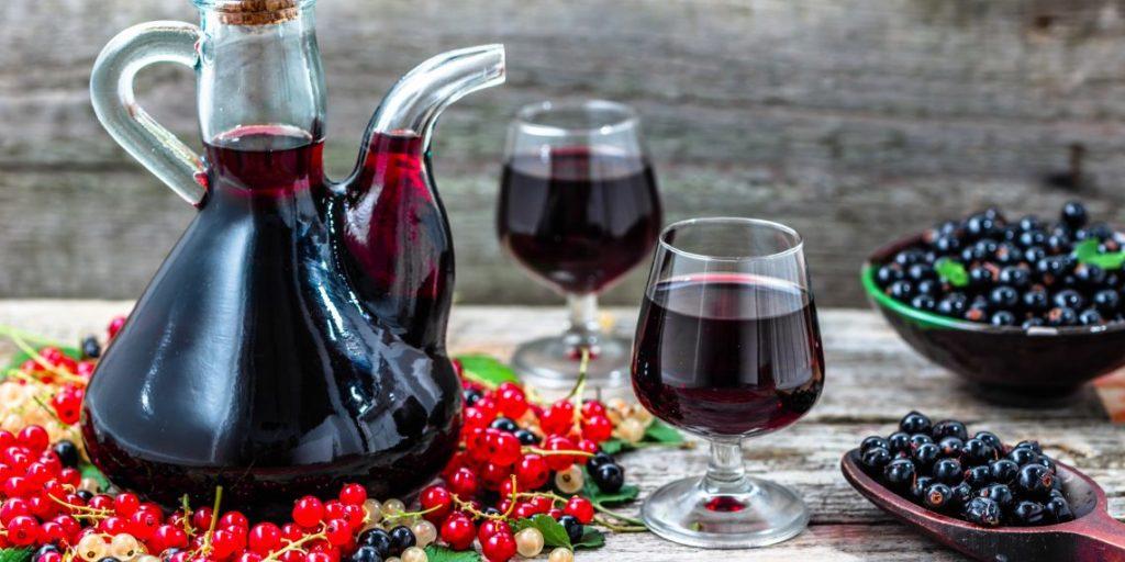 вино из красной, черной и белой смородины